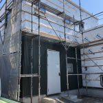 ジブンハウス79A O様邸にシックなグリーンの金属サイディングが張られました。姶良市注文住宅(規格住宅)
